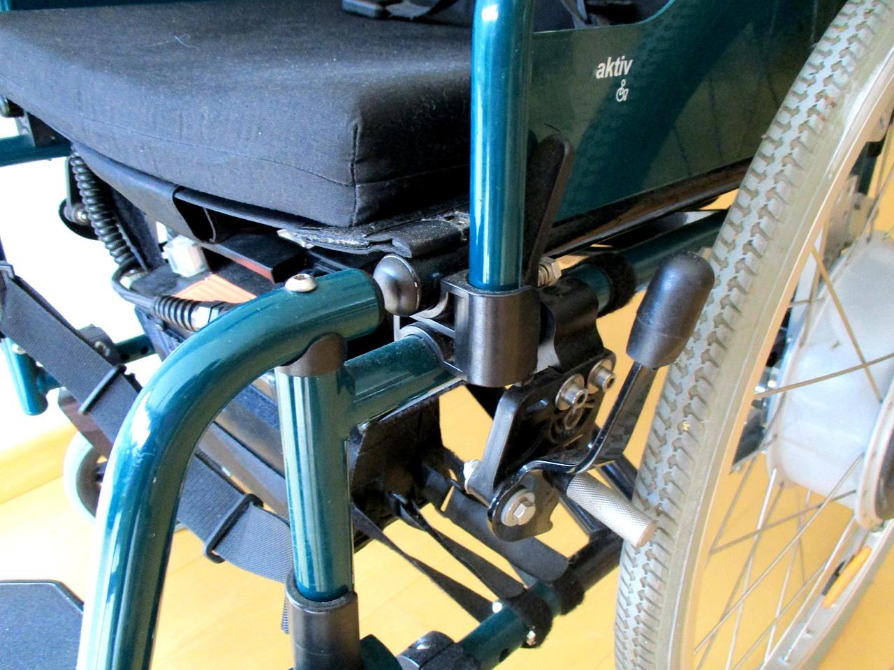 wheelchair-1589471_1280